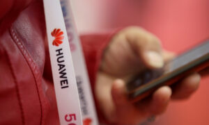 US Officials Urge Britain to Ban Huawei 5G