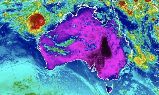 Cyclone Tracks Off Western Australia After Dumping 0.5 Meters Rain in Northern Territory
