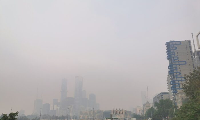 Smoky skies due to wild bushfires are seen in Melbourne Victoria, Australia, on Jan 14, 2020. (Courtesy of Astrokerrie /Reuters)
