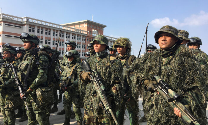 Taiwanese troops pose for pictures after conducting drills in front of the media, in Kaohsiung, Taiwan on Jan. 15, 2020. (Ben Blanchard/Reuters)