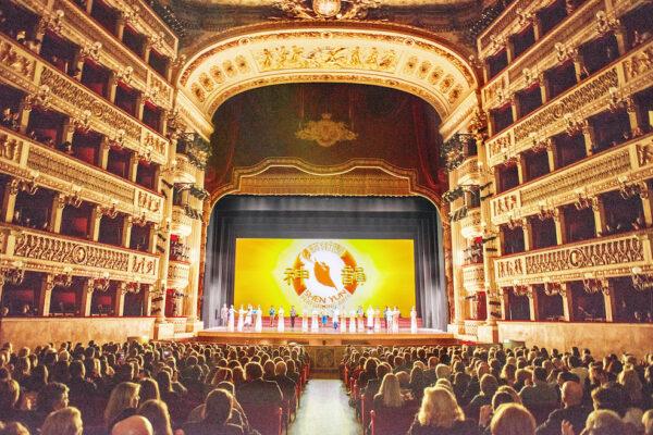 Shen-Yun-shenyun-audience-TouringCo-81-20200110-Naples-Mario-