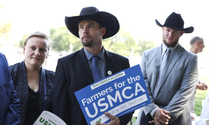Members of Congress and farmers from across the country rally for the United States-Mexico-Canada Agreement (USMCA) on the National Mall in Washington on Sept. 12, 2019. (Samira Bouaou/The Epoch Times)