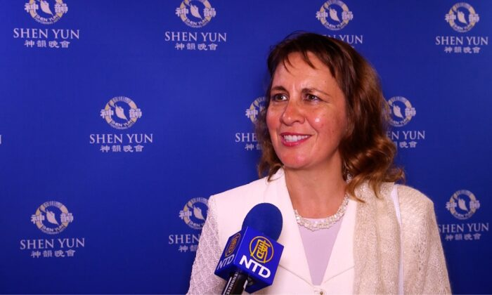 'You have to see it to believe it,' Art Teacher Says About Shen Yun