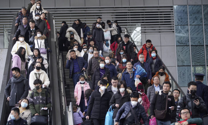 Passengers wearing masks are seen at Shanghai railway station in Shanghai, China on Jan. 21, 2020. (Aly Song/Reuters)