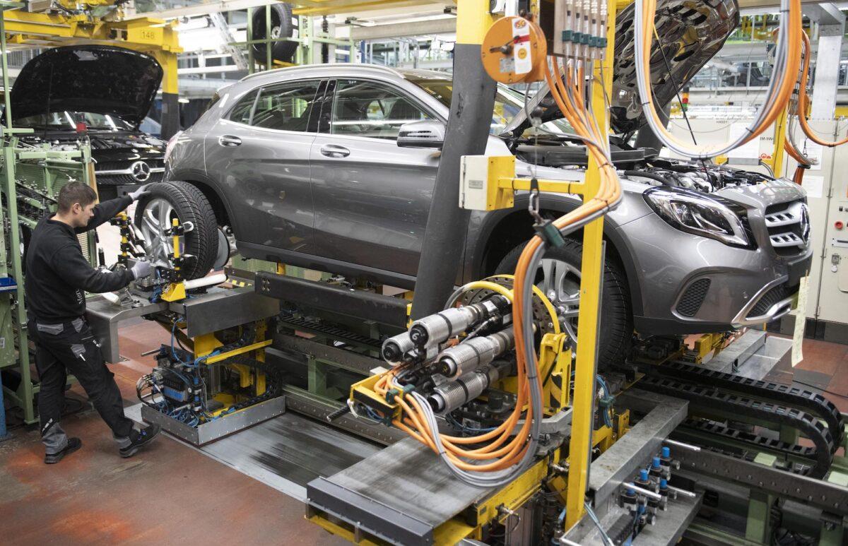 Mercedes-car-manufacturing