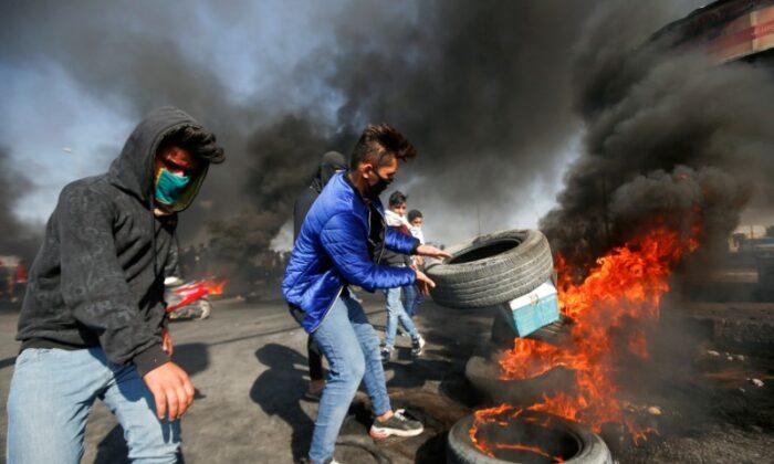 Iraqi demonstrators burn tires during ongoing anti-government protests in Basra, Iraq Jan. 20, 2020. (Essam al-Sudani/Reuters)