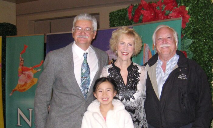 Former Ice Skaters Admire Shen Yun Dancers' Hard Work and Effort