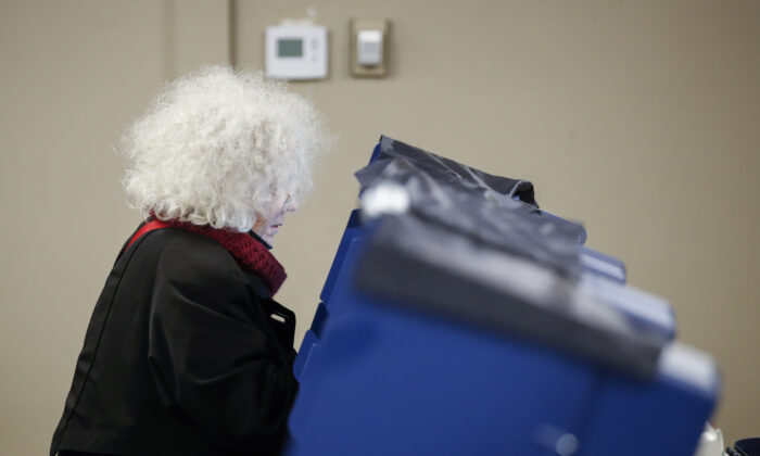 A woman casts her ballot ahead of Nov. 6 midterm elections at an early voting site in Chicago, Illinois, on Oct. 13, 2018. (Kamil Krzaczynski/AFP via Getty Images)