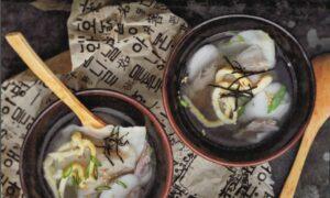 Korean Rice Cake Soup With Dumplings (Duk Mandu Guk)