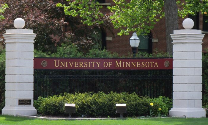 Entrance sign at the northwest corner of the University of Minnesota in Minneapolis, Minnesota, USA. (AlexiusHoratius/CC-BY-3.0/Wikimedia Commons)