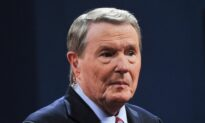 Former 'PBS NewsHour' Co-Anchor Jim Lehrer Dies at 85