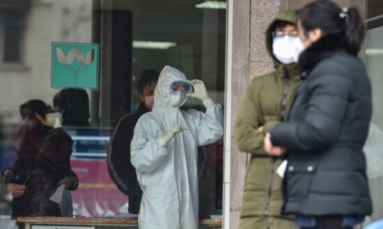 China Widens Lockdowns, Closes Tourist Sites as Virus Death Toll Rises to 26