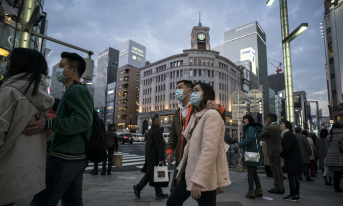 Chinese tourists wearing masks walk through the Ginza shopping district in Tokyo, Japan on Jan. 24, 2020. (Tomohiro Ohsumi/Getty Images)