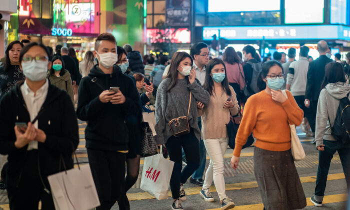 Pedestrians wear face masks as they walk through a crosswalk in Causeway Bay district on Jan. 23, 2020 in Hong Kong, China. (Anthony Kwan/Getty Images)