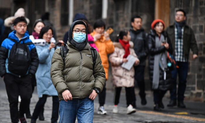 Tourists wear face masks as they visit Edinburgh Castle in Edinburgh, Scotland, on Jan. 24, 2020, as France confirmed two coronavirus cases, the first in Europe. (Jeff J Mitchell/Getty Images)