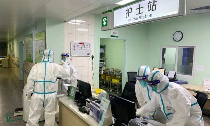 Medical staff at Zhongnan hospital in Wuhan, China on Jan. 23, 2020. (STR/AFP)
