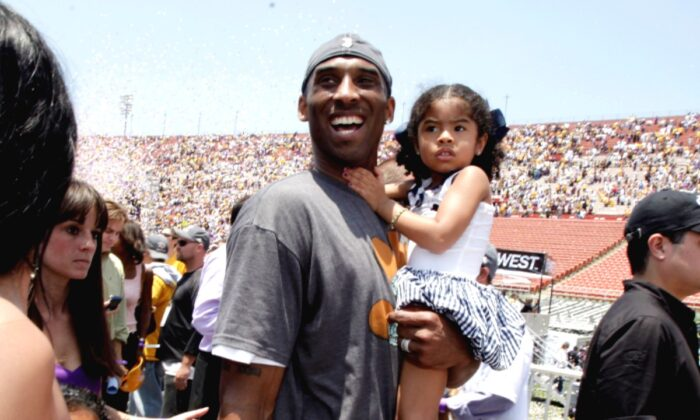Los Angeles Lakers' Kobe Bryant smiles as he and his daughter Gianna Maria-Onore walk up the steps after the victory parade celebrating the Lakers' NBA championship in Los Angeles, Calif., on June 17, 2009. (Jae C. Hong/AP Photo)