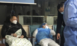 Chinese Citizens Report Worsening Spread of Virus, as Officials Hint at Severity of Crisis