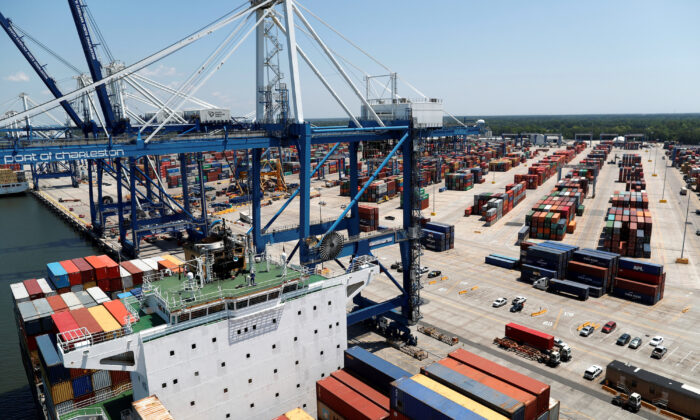 Wando Welch Terminal in Mount Pleasant, South Carolina, on May 10, 2018.  (Reuters/Randall Hill/File Photo)