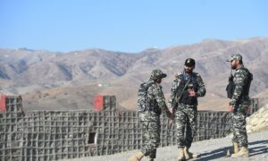 Pakistan Shuts Main Afghan Border Crossing After Mortar Fire
