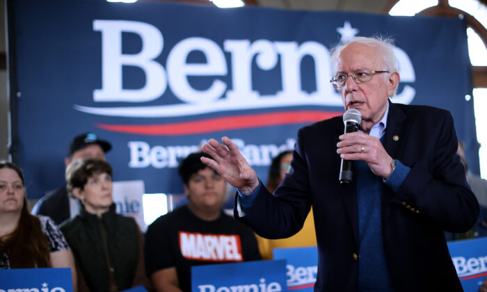 Democratic presidential candidate Sen. Bernie Sanders (I-Vt.) holds a campaign event at La Poste in Perry, Iowa, on Jan. 26, 2020. (Chip Somodevilla/Getty Images)