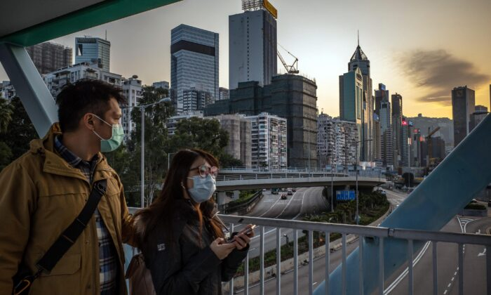 People wearing protective masks walk on a pedestrian bridge in Hong Kong, China, on Jan. 29, 2020.  (Anthony Kwan/Getty Images)