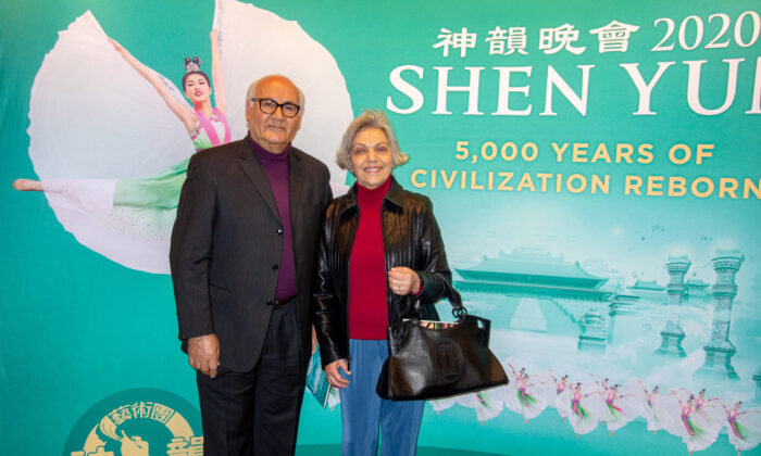Pianist Applauds Shen Yun Piano and Orchestral Music