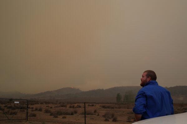 Local resident Peter Lawlis monitors an approaching bushfire