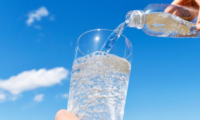 Bubbles can be just the thing to make water more interesting, but they also make water more acidic. (Imagepocket/Shutterstock)