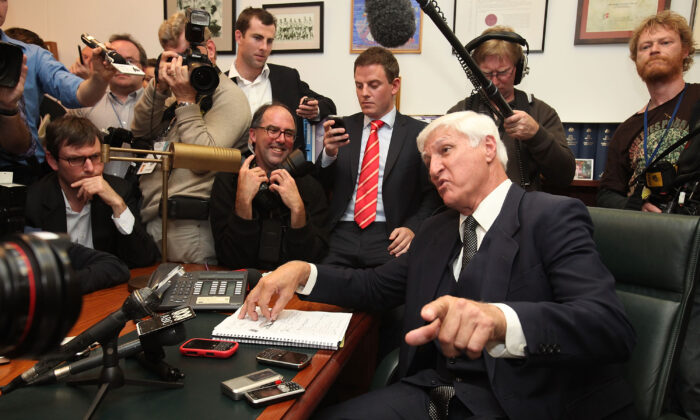 Bob Katter talks to the press at Parliament House in Canberra, Australia, on Sept. 7, 2010. (Cole Bennetts/Getty Images)