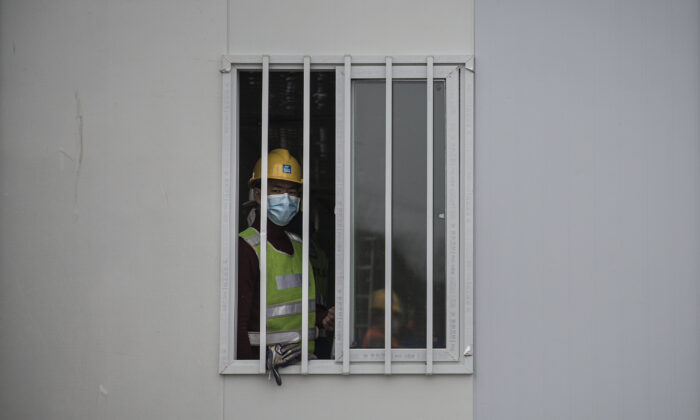 Workers continue to build Wuhan Huoshenshan Hospital in Wuhan City, China on Feb. 2, 2020. Built in response to the coronavirus outbreak and with the capacity of 1,000 beds, the hospital plans to be completed on time. (Getty Images)