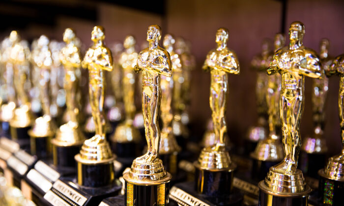 The 1954 Oscars were a big year for honoring those behind the scenes. ( Valeriya Zankovych / Shutterstock)