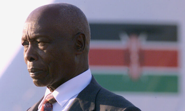 Kenyan President Daniel Arap Moi salutes the guard of honour at the Durban airport for the African Union conference in Durban, South Africa, on July 7, 2002. (Juda Ngwenya/File Photo/Reuters)