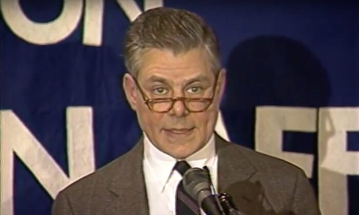 Max Singer speaks to the Baltimore Council on Foreign Affairs on March 1, 1989. (Screenshot Baltimore Council on Foreign Affairs)