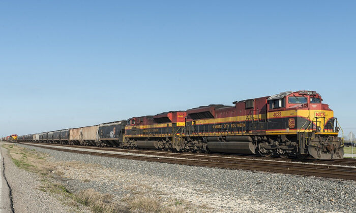 A Kansas City Southern Railway Company train hauls freight. (skeeze/Pixabay.com)