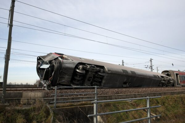 High speed train derailed Italy