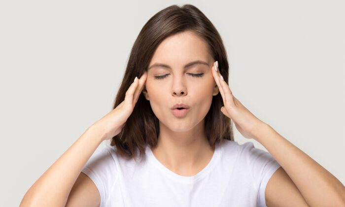Taking a moment to control your reaction will give you the time to hit pause on the story generating your anger. (fizkes/Shutterstock)