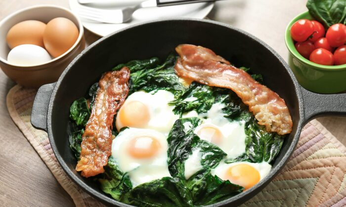 The keto diet's focus on fat and protein makes for a tasty breakfast, but lacks complete nutrition. (Africa Studio/Shutterstock)