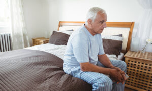 7 Early Warning Signs That May Indicate Dementia–Do You Find Your Loved One Staring Off Into Space?