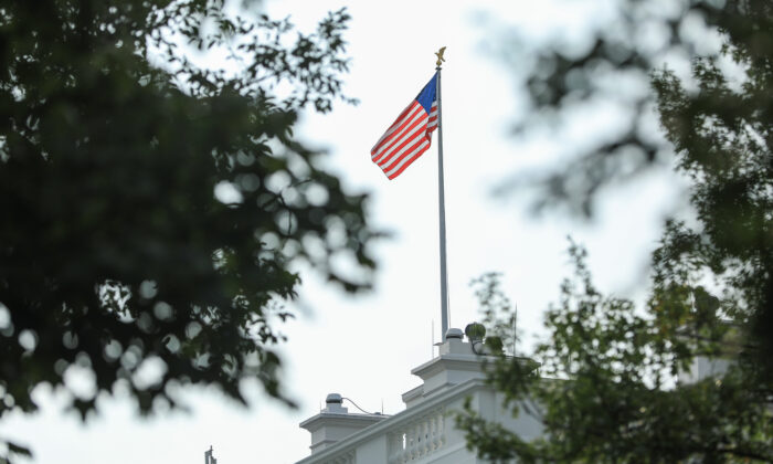 The flag at the White House on Aug. 27, 2018. (Samira Bouaou/The Epoch Times)