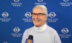 Bank SVP Absolutely Recommends Shen Yun: A 'Wonderful, Wonderful Performance'