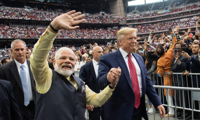 """President Donald Trump and Indian Prime Minister Narendra Modi attend """"Howdy, Modi!"""" at NRG Stadium in Houston, Texas, on Sept. 22, 2019. (Saul Loeb/AFP via Getty Images)"""