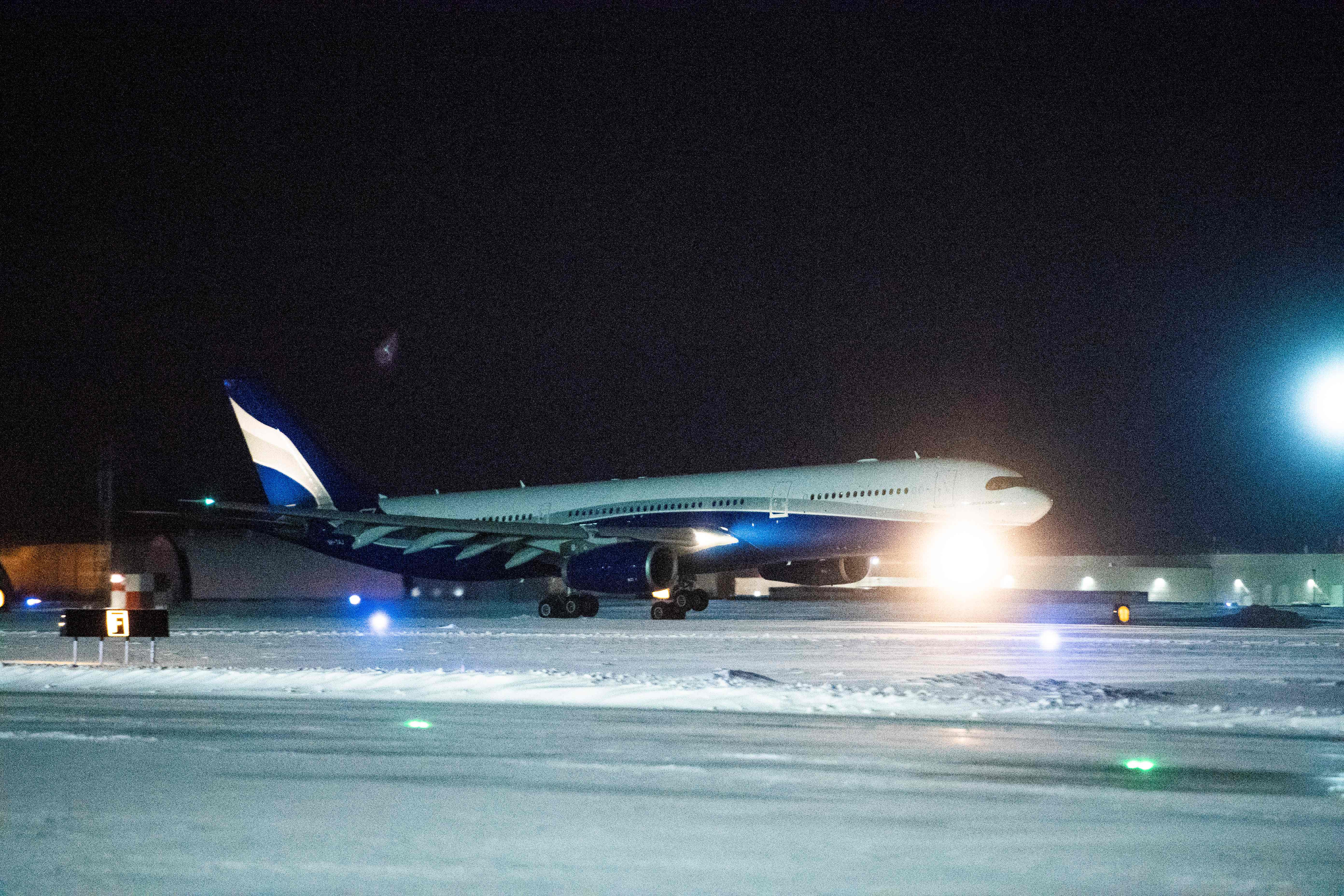 plane-carrying-Canadian-citizens-Coronavirus-Wuhan