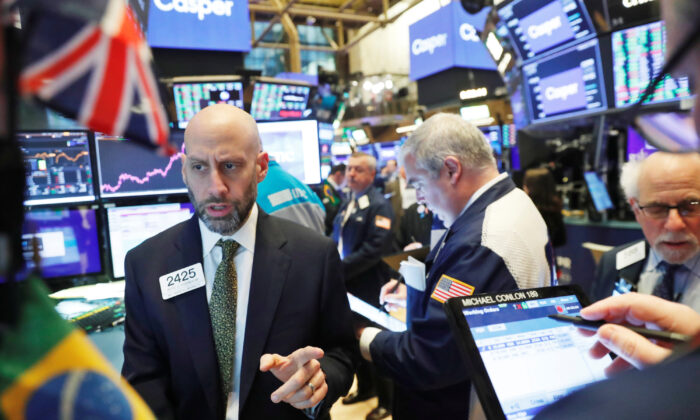 Traders work on the floor of the New York Stock Exchange shortly after the opening bell in New York, U.S., February 6, 2020.  (Reuters/Lucas Jackson)
