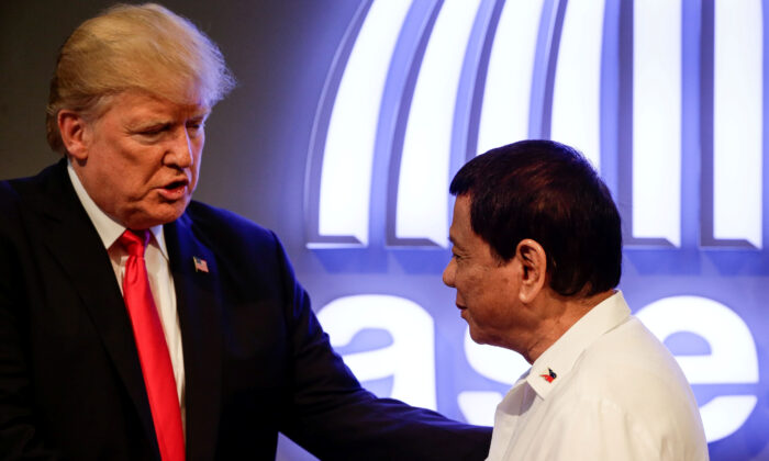 U.S. President Donald J. Trump (L) shakes hands with Philippine President Rodrigo Duterte (R) before the opening ceremony of the 31st Association of Southeast Asian Nations (ASEAN) Summit in Manila, Philippines, Nov. 13, 2017. (Mark R. Cristino/Pool/Reuters)