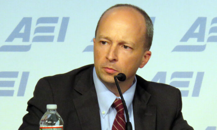 """Yuval Levin, editor of National Affairs and Hertog Fellow at the Ethics and Public Policy Center, discusses Edmund Burke at the American Enterprise Institute event """"Economic Liberty and Human Flourishing,"""" on Oct. 1, 2015. (Taylordw/Wikimedia Commons)"""
