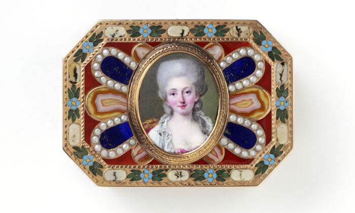 A gold-mounted hardstone snuffbox with canted corners, circa 1780, probably by Johann Christian Neuber,probably from Dresden, Germany; the cover set with an enamel miniature, 1775–1780, probably painted by Nicholas Claude Vassal, Paris. (Victoria and Albert Museum, London)