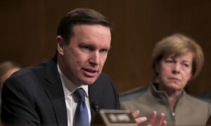 US Senator Admits He Met With Top Iranian Official