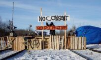 Blockade Set up on CN Rail Line in Edmonton in Support of Wet'suwet'en