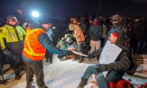 Quebec Protesters Maintain Rail Blockade a Day After Court Ordered It Taken Down